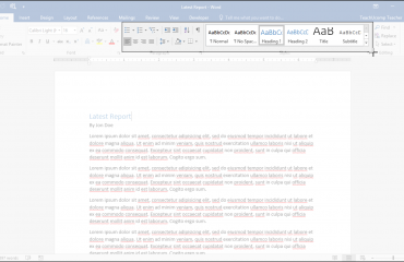Screen Clippings in OneNote - Tutorial and Instructions: A picture of a user taking a screen clipping of a Word document using OneNote.