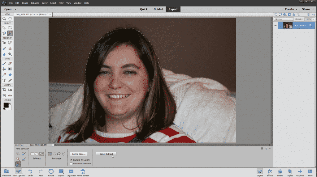 The Auto Selection Tool in Photoshop Elements - Instructions: A picture of a user attempting to automatically select a subject in an image by using the Select Subject button in Photoshop Elements.