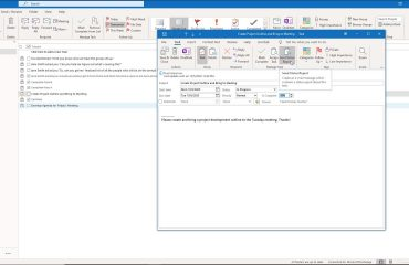 A picture that shows how to manually send a status report for a task in Outlook.